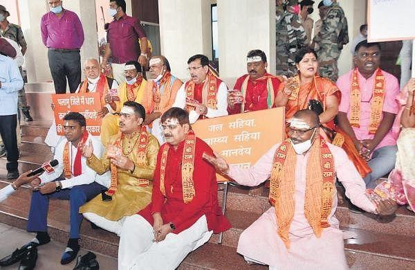 BJP chants Chalisa, namaz room row reaches HC