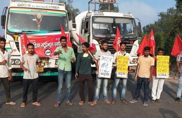 Bharat Bandh: RJD, Congress, Leftparties block highways, rail in Bihar
