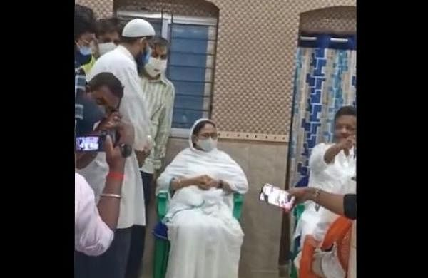 Bhowanipore bypoll: Mamata pays surprise visit to mosque to consolidate Muslim vote