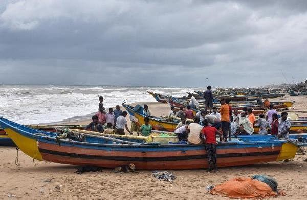 Gujarat: Fishermen advised against venturing too close to IMBL with Pakistan