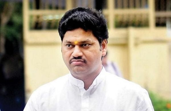 Police search house of woman who claims to be second wife of Maha minister Dhananjay Munde