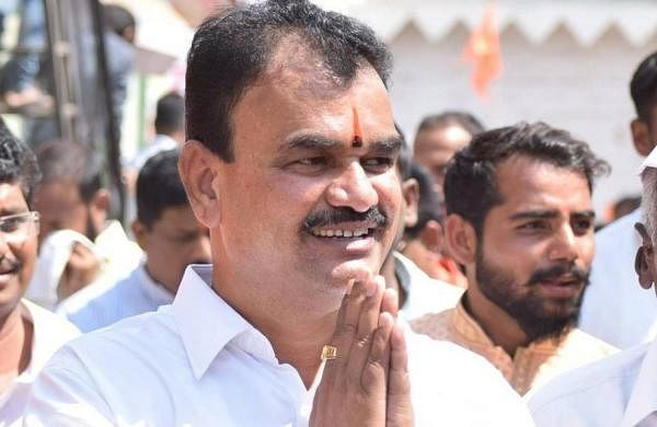 Video shows COVID-19 norm violations at Maharashtra minister's event in Pune; no case filed