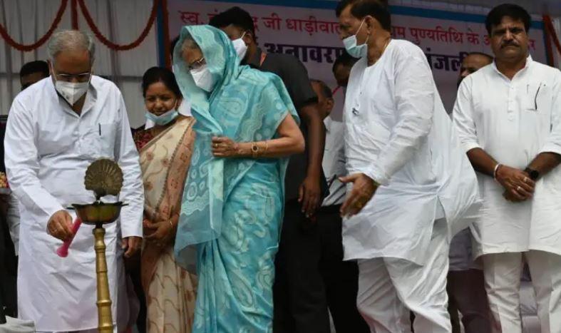 मुख्यमंत्री ने रायपुर शहर के ओसीएम चौक से सिटी कोतवाली चौक तक मार्ग का नामकरण समाज सेवी श्री इंदरचंद धाड़ीवाल के नाम पर किया