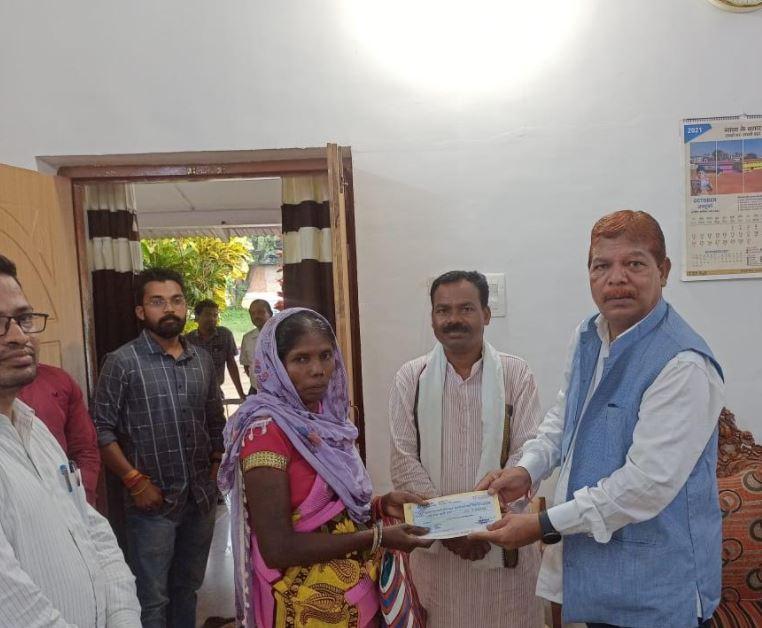 *नारायणपुर विधायक चंदन कश्यप के प्रयासों से कई जरुरतमंद को मिल रही है सहायता राशि*