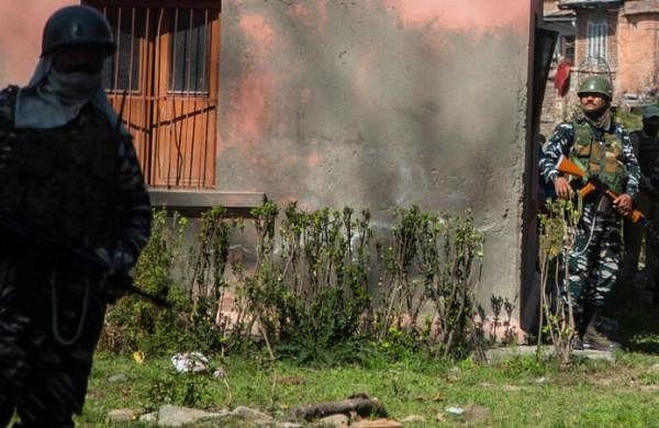 Civilian killings continue in Srinagar as militants gun down two govt school teachers