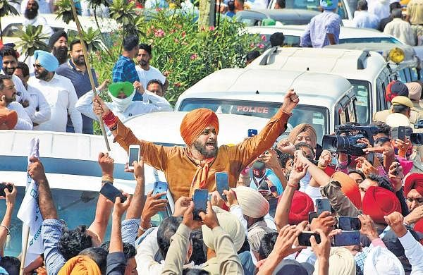 Navjot Singh Sidhu march exposes Congress fault lines