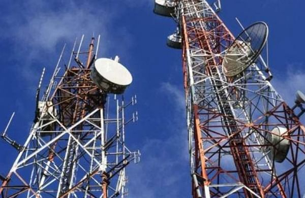 SC grants time to Centre to reconsider decision to pursue Rs 40,000 spectrum usage charge