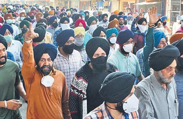Slain teachers cremated, protests across Jammu & Kashmir